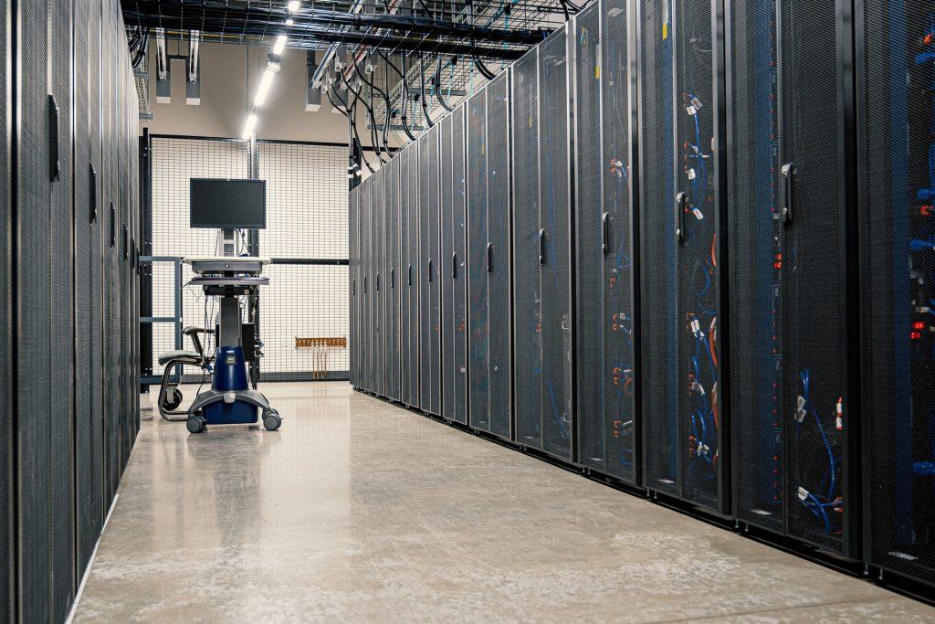 Armoires de serveurs dans un data center